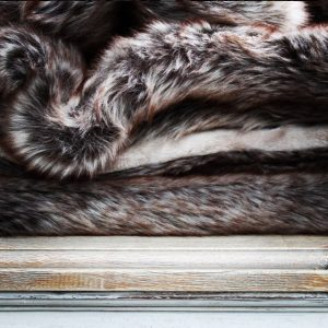 faux fur plaids met korting bij Frederik Premier interieur winkel in Den Haag