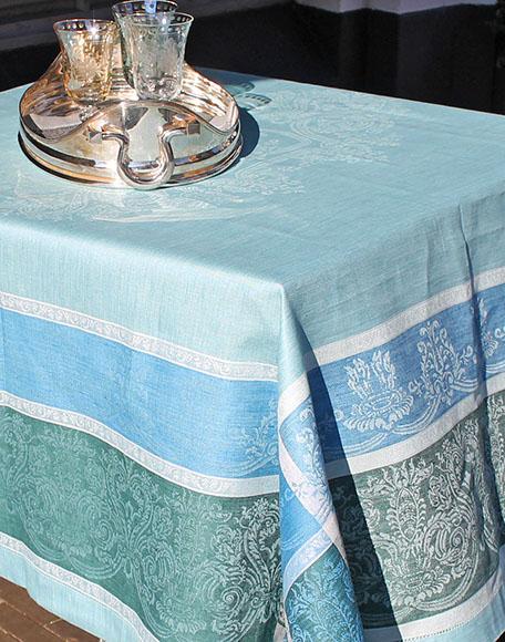 Tafelkleed Vicento kleur turqoise van linnen met klassieke print bij interieurwinkel frederik premier in den haag