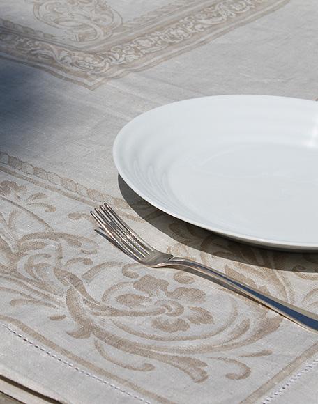 Silene beige tafelkleed linnen tafellinnen den haag Frederik Premier