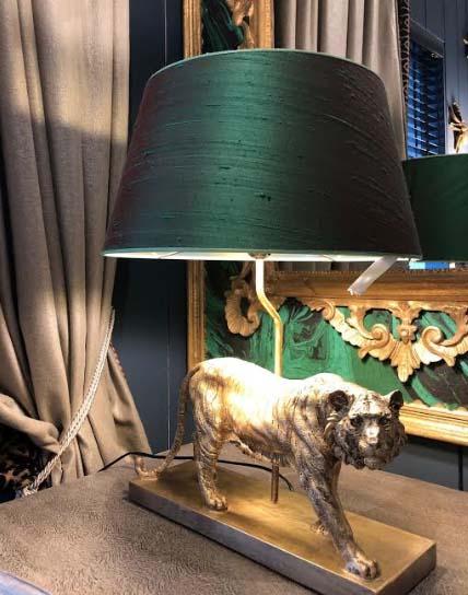 Tijger lampenvoet met custommade lampenkap door frederikpremier interieur den haag